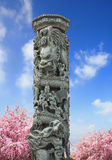 石雕刻的龙雕塑杆汉语 库存图片