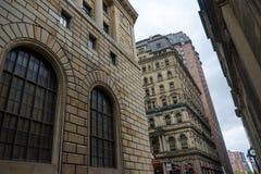 石高层建筑物在老蒙特利尔的心脏 免版税图库摄影