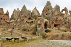 石头以一种蜂窝形式在卡帕多细亚 库存照片