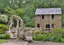 石头和具体老磨房,侧视图的一张水平的照片 库存图片