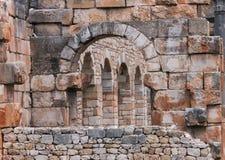 石头和曲拱在Volubilis 库存照片
