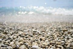 石头和海运 免版税库存图片