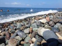 石头和海运 库存照片