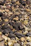 石头和珊瑚在低潮,印度尼西亚 免版税库存照片
