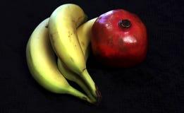 石榴和3个香蕉 免版税库存照片