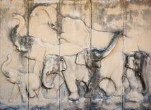 石头在寺庙墙壁上的被雕刻的大象 免版税库存照片