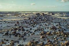石头在风暴的海 免版税图库摄影