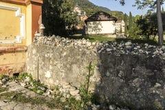 石头在登上罪人修道院里上升了 免版税图库摄影