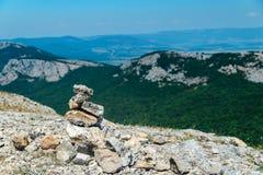石头小山在山顶部的 库存照片