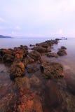 石头曲线在海 库存照片