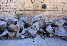 石头崩溃了,考古学公园 库存照片