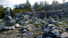 石头的大集中在公园Ruskeala 图库摄影