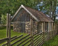 石头的老谷仓从17世纪在HDR的瑞典 免版税库存图片