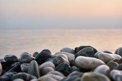 石头美丽的海滩  宏指令 免版税库存图片