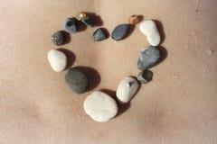 石头般的心投下水身体 免版税库存图片