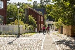 石头被铺的街道老林雪平瑞典 免版税库存图片