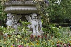 石头飞过的狮子在伦敦 图库摄影
