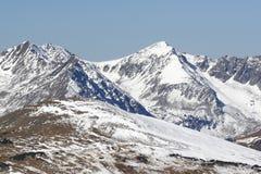 洛矶山国家公园积雪的山  免版税库存图片