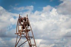矿井滑轮和缆绳 免版税库存图片