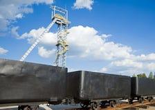 轴矿和矿车 库存图片
