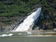 矿块落在Mendenhall冰川,阿拉斯加 免版税库存图片