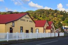 矿大厦历史的学校在泰晤士,新西兰 库存图片