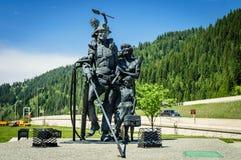 矿工家庭雕塑  免版税库存照片
