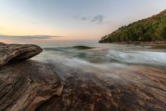 矿工海滩-湖岸被生动描述的岩石国民,密执安 库存图片
