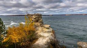 矿工的俯视被生动描述的Rocks全国湖岸的Castle Rock形成苏必利尔湖畔在密执安的上部半岛 库存照片
