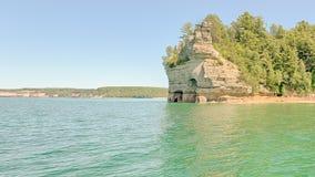 矿工的城堡,湖岸被生动描述的岩石国民, MI 免版税库存照片