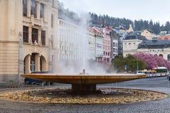 矿泉水喷泉在卡洛维变化 免版税库存图片