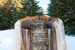 矿泉水喷泉builded与混凝土和石头 免版税图库摄影