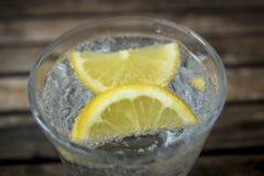 矿泉水的图象在玻璃的 免版税库存图片