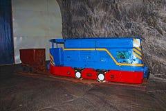 矿火车地下在盐矿 库存图片