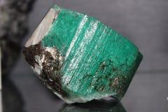 矿物宝石绿色绿玉 免版税图库摄影