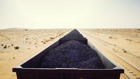 矿物火车在毛里塔尼亚 免版税库存照片