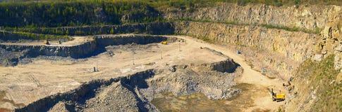 矿物资源开采 提取花岗岩猎物全景 免版税图库摄影