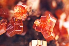 矿物魔术  纹理红色背景水晶 美好的dre 免版税库存照片