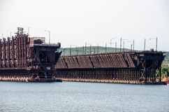 矿石在沿苏必利尔湖的两个港口明尼苏达靠码头 库存照片