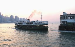 码头和星轮渡在香港 免版税库存照片