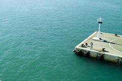 码头和灯塔 库存照片