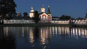 码头和菲利普,莫斯科的城市居民教会,在圣洁修道院的Valdai Iversky修道院里 股票录像