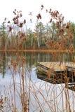 码头在位于海沃德的小池塘,威斯康辛 库存图片