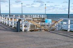 码头在波罗的海的格但斯克Brzezno有未认出的人民的 免版税图库摄影