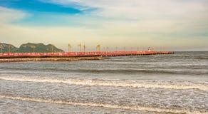 码头在海边在Prachuap Khiri Khan,泰国 库存图片