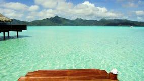 码头在热带海滩的海在法属波利尼西亚 影视素材