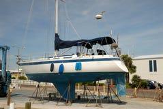 码头干燥游艇 库存照片
