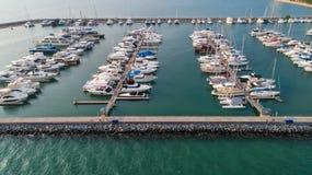 码头快艇 小游艇船坞全部 这通常是最普遍的t 免版税库存图片