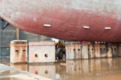 码头查询干燥船 库存图片