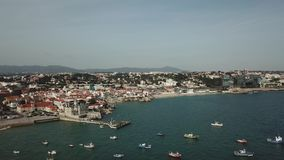 码头渔船 小游艇船坞全部 这通常是在海滩的最普遍的旅游景点 游艇和风船停泊了在 股票视频